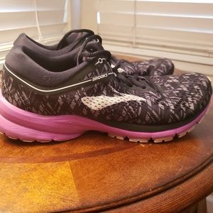 Brooks Womens Launch 5 Size 9.5 B A105
